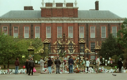 Kate Middleton's New home pagina -William's mother, Princess Diana, lived in Kensington Palace