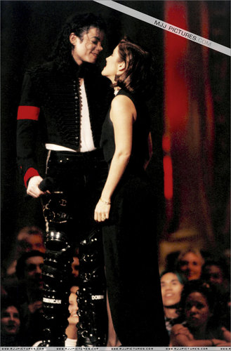 LETS MAKE HISTORY MJJ :D