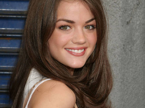 Lucy Hale<333