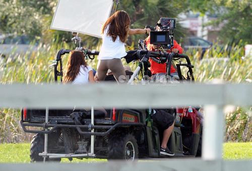 Minka Kelly filming Charlies 天使 in Miami, Jul 19