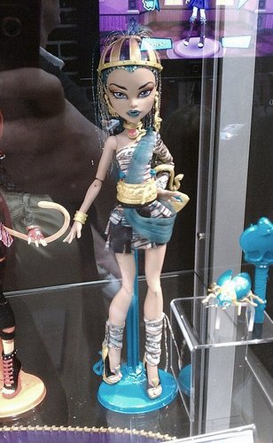 Monster High images Nefera de Nile doll at comic con!! She will be released in march 2012 wallpaper and background photos