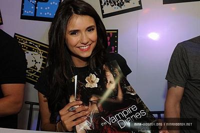 Nina @ 2011 Comic-Con