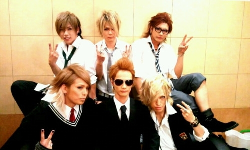 Japanese Bands wallpaper with a business suit called SuG,Screw,BORN,D=Out