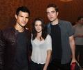Taylor, Kristen and Rob @ comic con - twilight-series photo