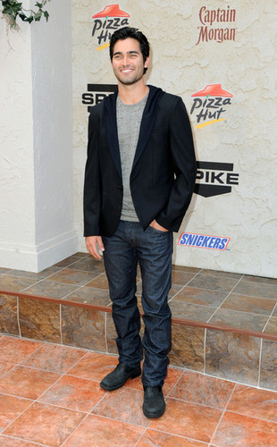 Тайлер Хеклин Обои with a business suit and a well dressed person called Tyler Hoechlin