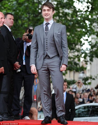 Daniel Radcliffe wallpaper with a business suit, a suit, and a dress suit entitled hot daniel radcliffe pics