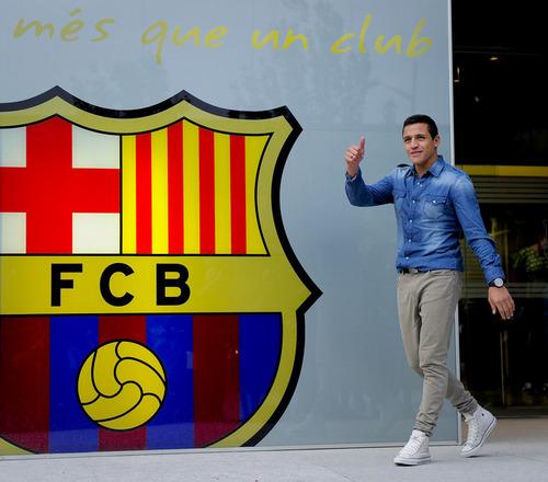 Alexis Sanchez in Barcelona offices