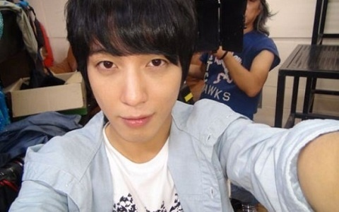 Behind the scenes-Jung Yong Hwa