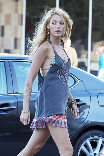 Blake Lively on set 'Savages' July 26th 2011.