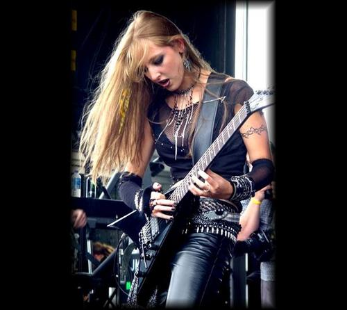 Britt Lightning - guitare Goddess