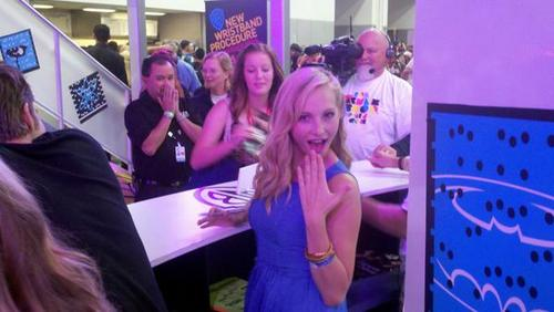 Candice at Comic Con Signing