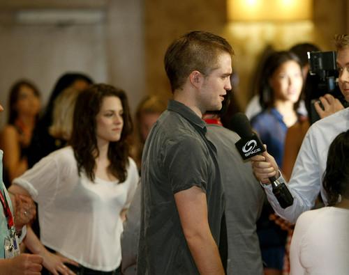 Robert Pattinson & Kristen Stewart 壁紙 entitled Comic Con 2011 - 'Breaking Dawn: Part 1' [HQ]