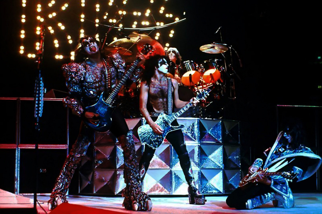 Kiss Images Dynasty Era Hd Wallpaper And Background Photos