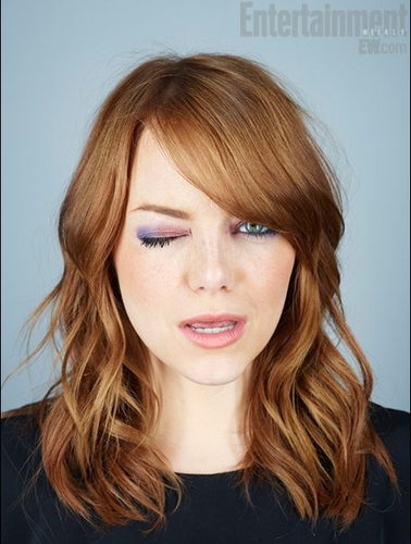 Emma Stone karatasi la kupamba ukuta containing a portrait entitled EW Photoshoot