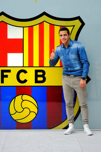 FC Barcelona Signs Alexis Sanchez
