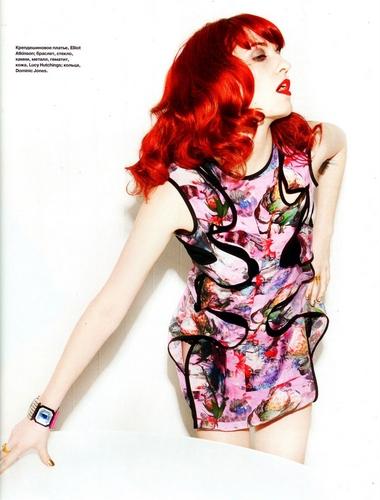 Florence + The Machine karatasi la kupamba ukuta probably containing a portrait entitled Flo