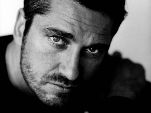 Gerard Butler wallpaper probably containing a portrait titled Gerard Butler