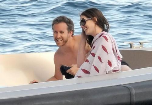 Having fun on a yacht in Capri