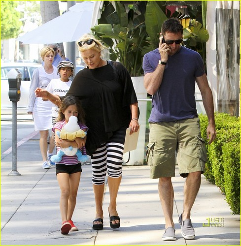 Hugh Jackman & Family: ngày Out in Beverly Hills!