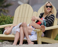 Kate Hudson and Matt Bellamy chillin on the Beach in Malibu, July 24 - kate-hudson photo