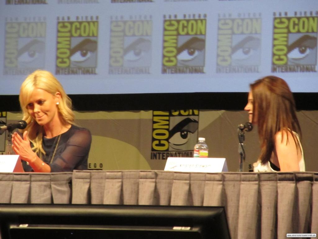 Kristen at Comic-Con 2011 'Snow White and the Huntsman ' Panel