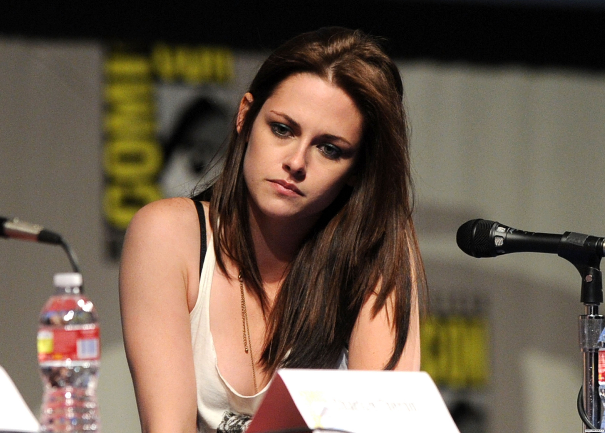 Kristen at Comic-Con 2011 'Snow White and the Huntsman ' Panel