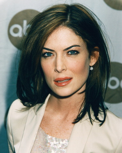 atrizes wallpaper containing a portrait titled Lara Flynn Boyle