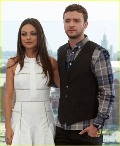 Mila Kunis & Justin Timberlake: 'Friends with Benefits' Moscow foto Call