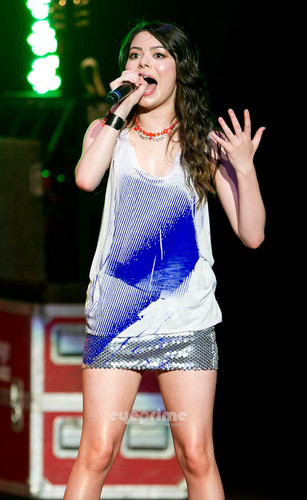 Miranda Cosgrove performs Live In 音乐会 in Philadelphia, July 22