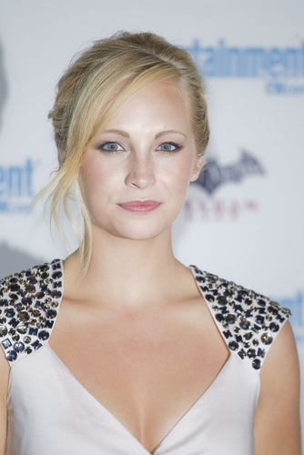 More HQ photos of Candice at EW's 5th annual Comic Con celebration! [23/07/11]