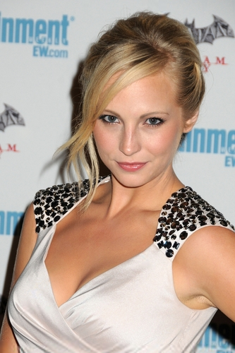 еще HQ фото of Candice at EW's 5th annual Comic Con celebration! [23/07/11]