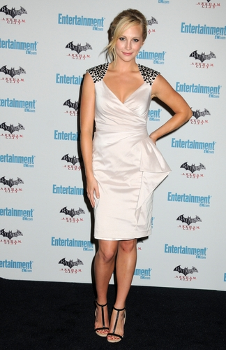 más HQ fotos of Candice at EW's 5th annual Comic Con celebration! [23/07/11]