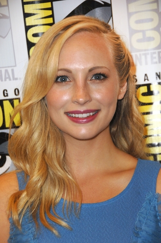 plus HQ photos of Candice at San Diego Comic Con 2011!