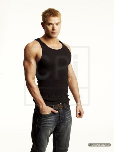 еще outtakes of Kellan Lutz for Men's Health