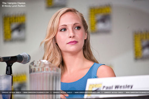 zaidi picha of Candice on the TVD Panel at Comic Con 2011!