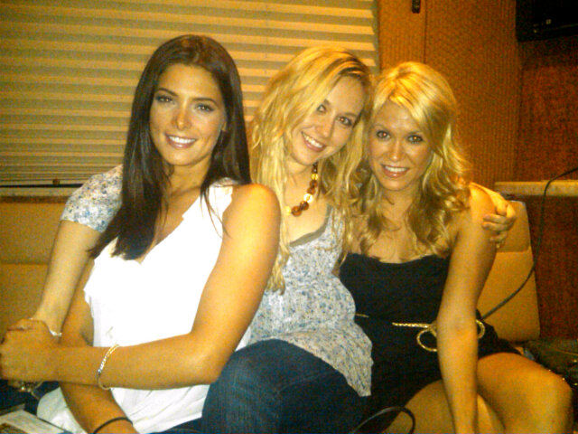 New personal litrato of Ashley Greene!