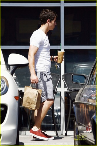 Nick Jonas: Sunday Studio Session (07.24.2011) !!!