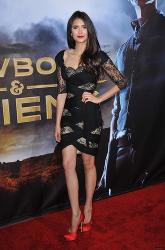 "Nina @ ""COWBOYS & ALIENS"" WORLD PREMIERE"