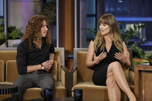 Olivia Wilde on the Tonight tampil With jay Leno
