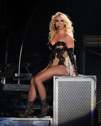 Performs At Quicken Loan Arena Tuesday In Cleveland 26 07 2011