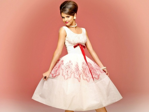 Selena Gomez wallpaper probably with a gown and a dinner dress called Selena Wallpaper ❤