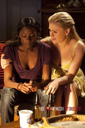 True Blood wallpaper possibly with a coffee break and a brasserie entitled Tara & Sookie