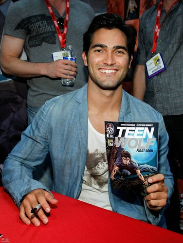 Tyler at Comic Con 2011 for Teen mbwa mwitu