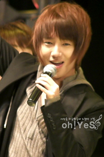 YESUNG 歌う