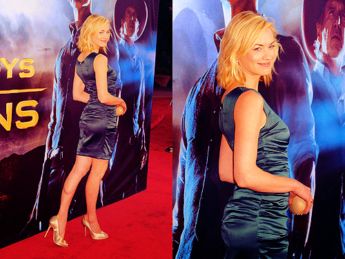 Yvonne Strahovski Hintergrund probably containing a cocktail dress entitled Yvonne.