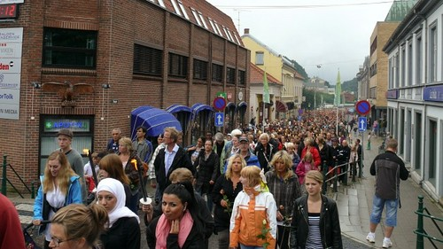 standing together for peace-Halden
