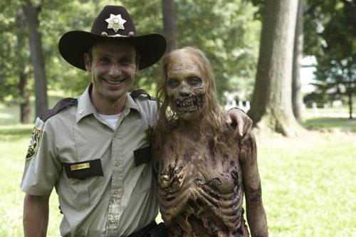 The Walking Dead The-walking-dead-3-the-walking-dead-24037474-500-333