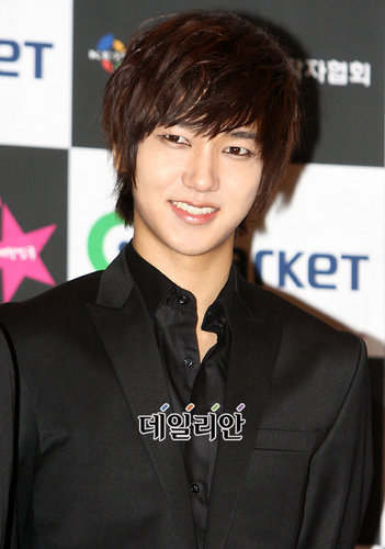 yesung smile
