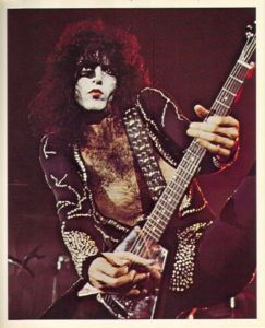 Paul Stanley wallpaper possibly containing an electric chitarra and a guitarist called (¯`*•.Paul.•*´¯)