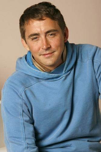 Lee Pace achtergrond probably with a jersey and a sweater, sweatshirt entitled :)
